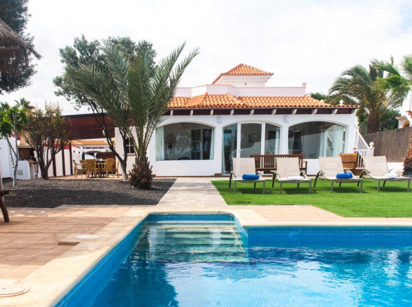 Villa Amelia – 4 Bedrooms, Aircon, Private Pool, Wifi, Golf View
